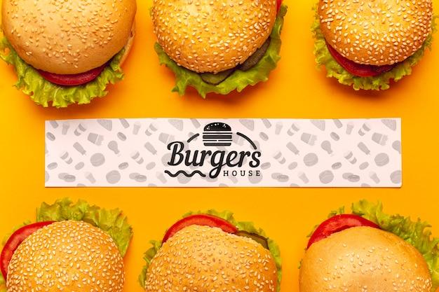 モックアップバナーとおいしいハンバーガーの家 無料 Psd