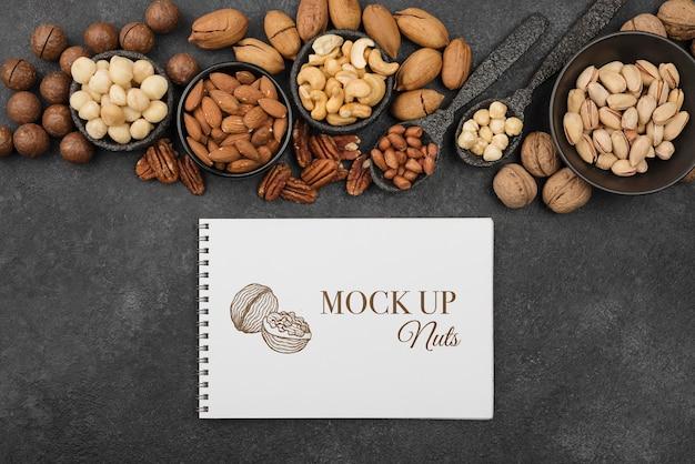 Delicious nuts concept mock-up Premium Psd
