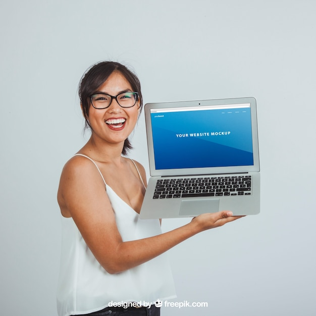 Design of mock up with happy young woman and laptop's screen Free Psd