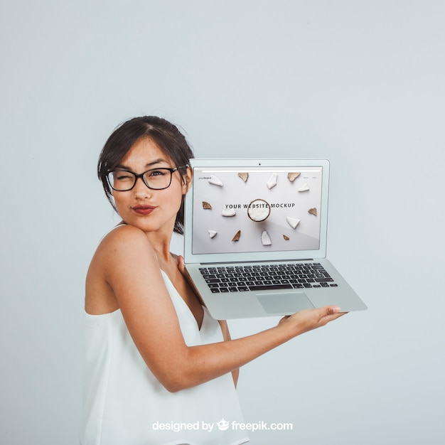 Design of mock up with winking woman and laptop Free Psd