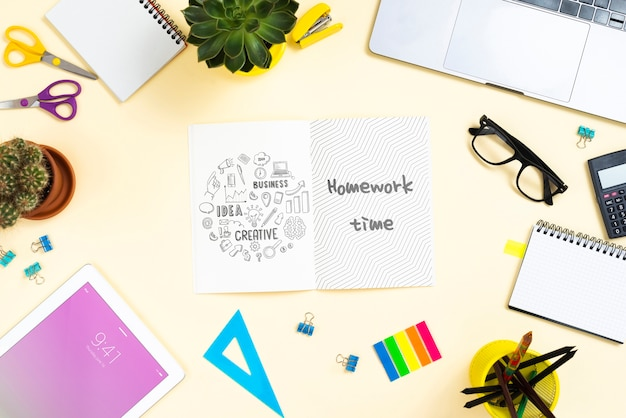 Desk with office tools mock-up Free Psd