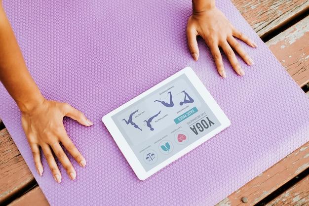 Digital application for yoga Free Psd