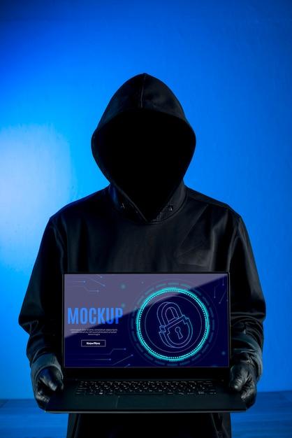Макет цифровой безопасности и человек с толстовкой Бесплатные Psd