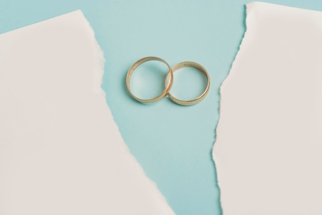 Divorce concept with wedding rings Free Psd