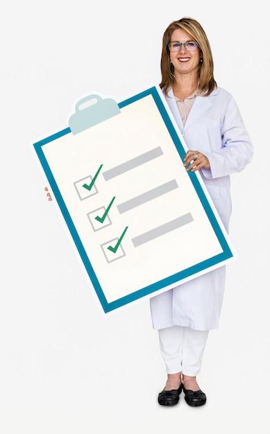 Доктор держит список проверки здоровья Бесплатные Psd