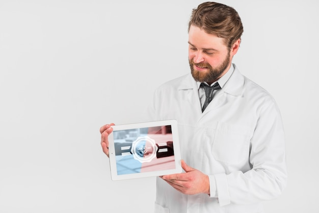 Doctor holding tablet mockup for labor day Free Psd