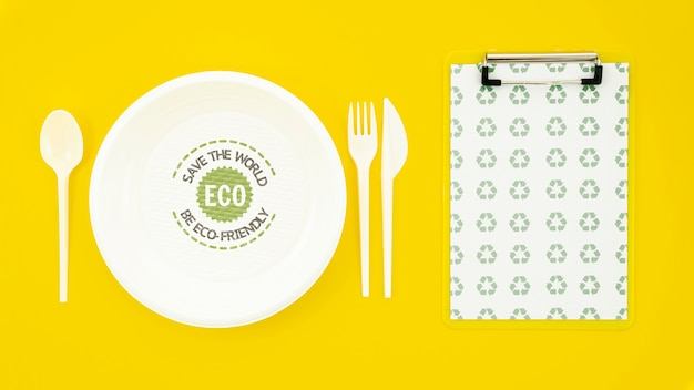 Eco-friendly tableware with plate mock-up Free Psd