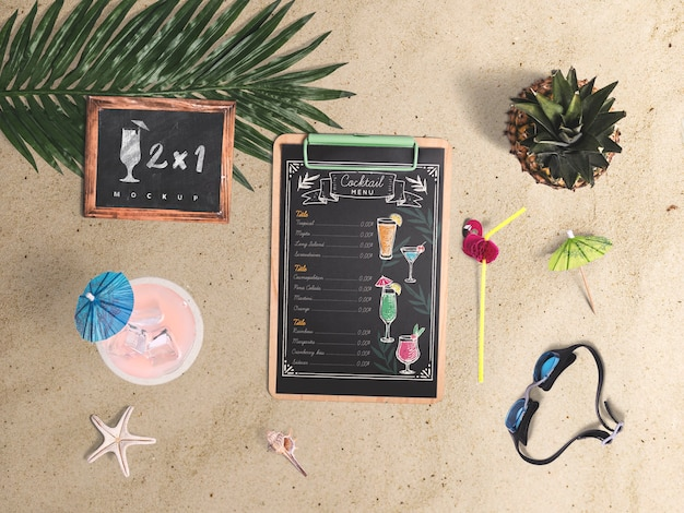 Editable flat lay clipboard mockup with summer elements Free Psd