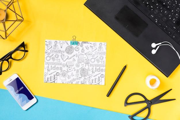 Dispositivi elettronici e carta per prendere appunti in ufficio Psd Gratuite