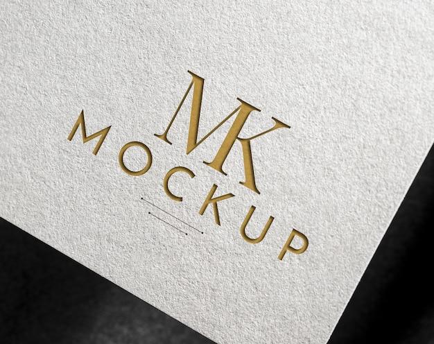 白い紙の上のエレガントなロゴのモックアップ Premium Psd