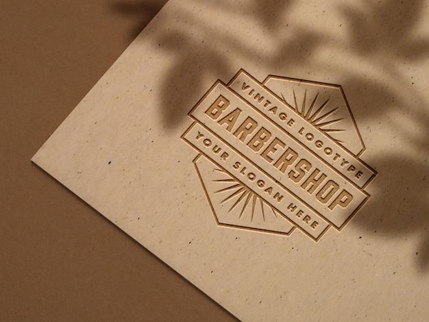 공예 종이에 양각 로고 모형 무료 PSD 파일