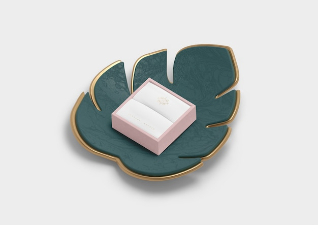 Empty jewellery box for ring and monstera leaf Free Psd