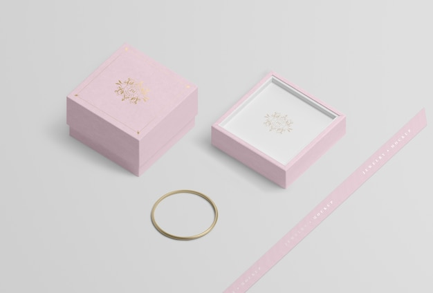 Empty jewelry box near golden bracelet Free Psd