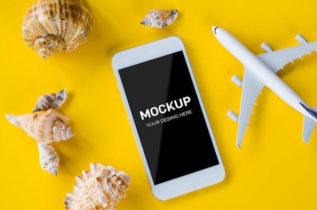 Empty screen smartphone, decorative airplane and seashells, template for app presentation. Premium Psd