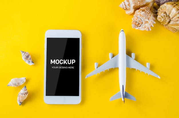 Empty screen smartphone, decorative airplane and seashells, template for app presentation. Premium Psd