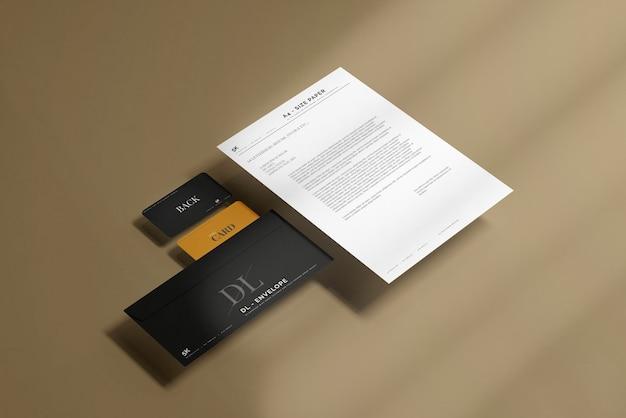 편지지 모형이있는 봉투 무료 PSD 파일