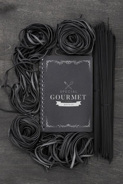 Flat lay arrangement of dark spaghetti mock-up Free Psd
