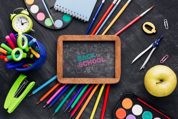 Flat lay back to school with chalkboard Free Psd