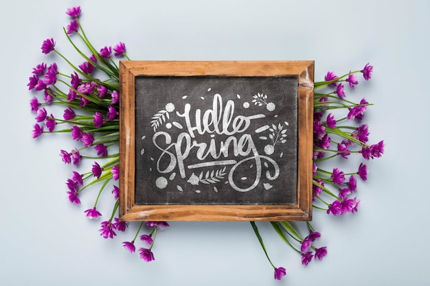 Flat lay of blackboard with flowers Free Psd