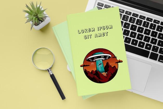 노트북 키보드에 평평하다 책 무료 PSD 파일
