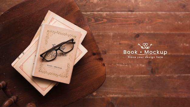 Flat lay of books with glasses Free Psd