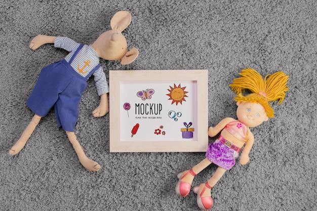 Disposizione piatta di giocattoli per bambini con telaio Psd Gratuite