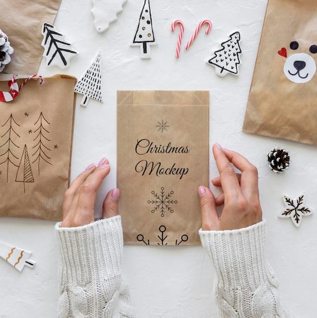 Lay piatto di artigianato natalizio con sacchetto di carta Psd Gratuite