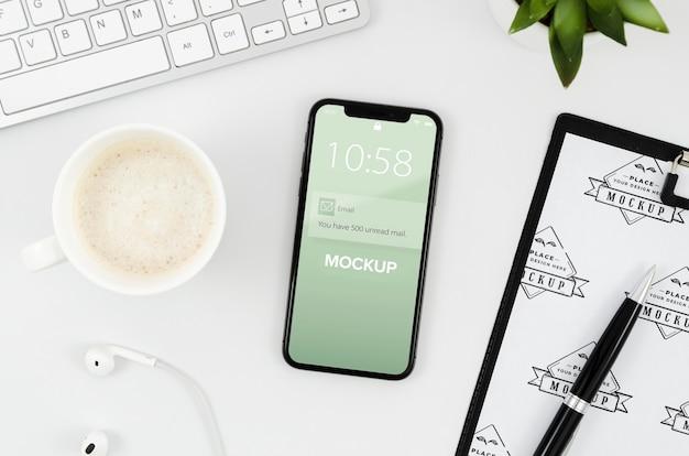 Плоский буфер обмена и макет смартфона Бесплатные Psd