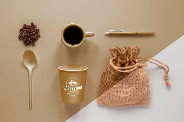 フラットレイコーヒーのブランディングアイテムの配置 無料 Psd