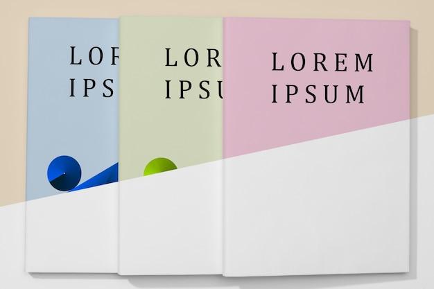 フラット横たわっているカラフルな本のモックアップ 無料 Psd