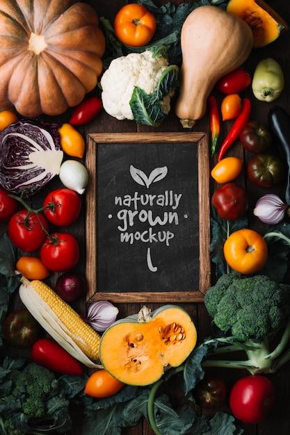 Плоский макет вкусных осенних фруктов и овощей Premium Psd