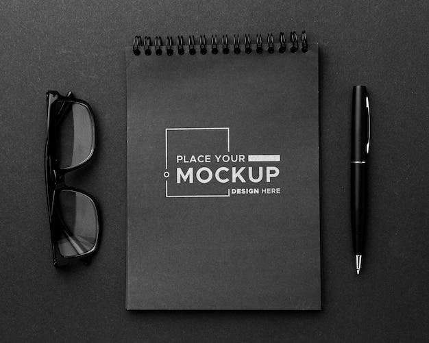 Flat lay of desk concept mock-up Free Psd