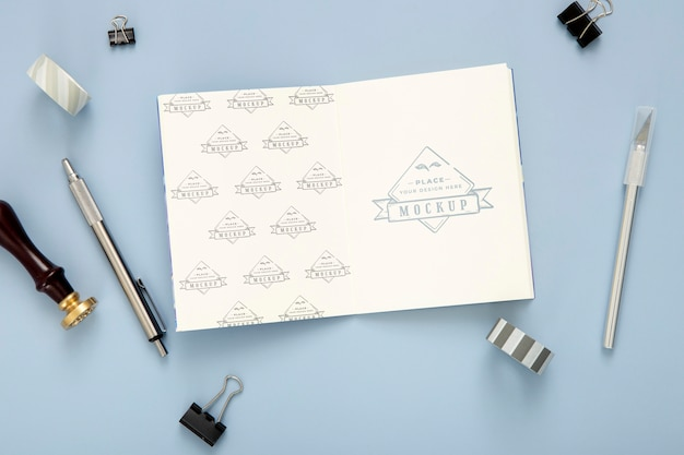 Flat lay of desk surface with notepad and pen Free Psd