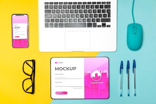 책상 배치에 평평한 장치 무료 PSD 파일