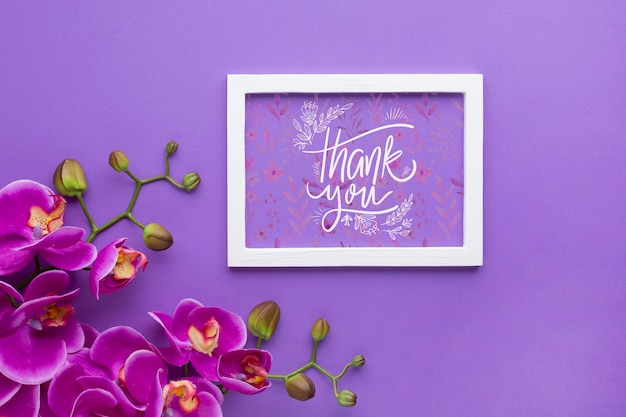 Flat lay of frame mock-up on purple background Free Psd