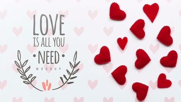 Disposizione piana delle decorazioni del cuore con il messaggio Psd Gratuite