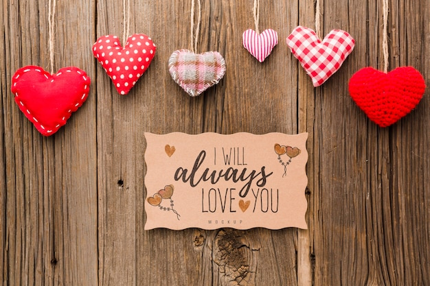 Flat lay hearts on wooden background Free Psd