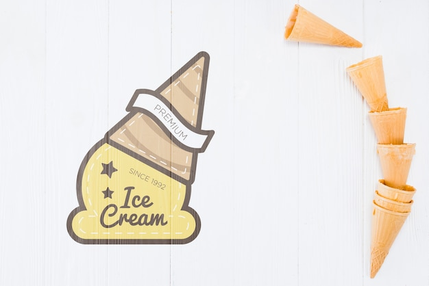 Flat lay ice cream cones with copyspace Free Psd