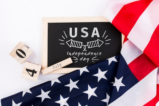 Flat lay independence day mockup with slate Free Psd