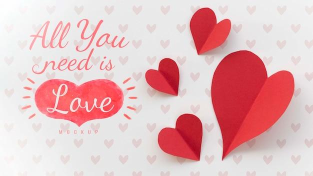 Laica piatta del messaggio sull'amore con cuori di carta Psd Gratuite