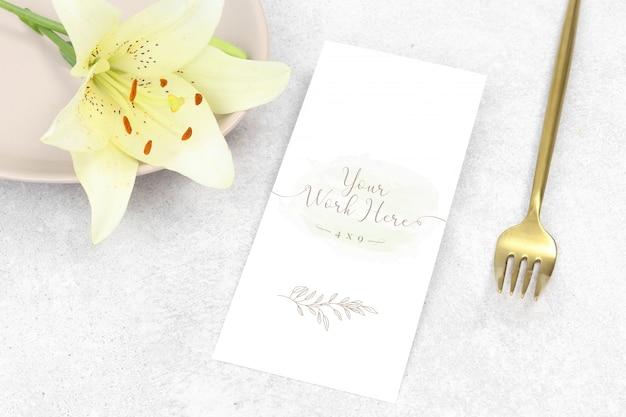 Flat lay mockup wedding menu with white flower Premium Psd
