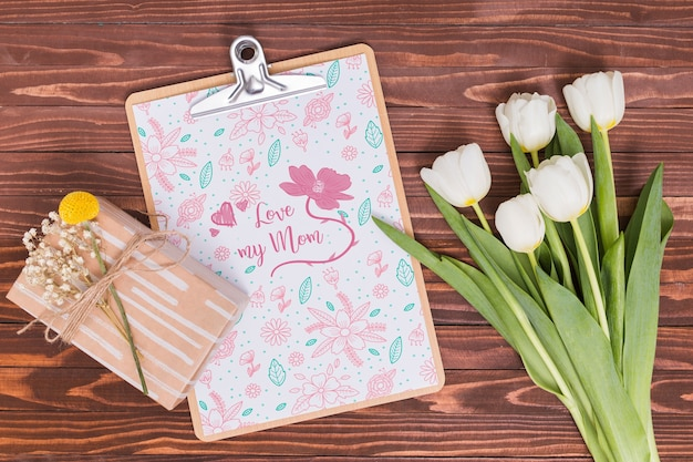 Flat lay mothers day composition with clipboard mockup Free Psd
