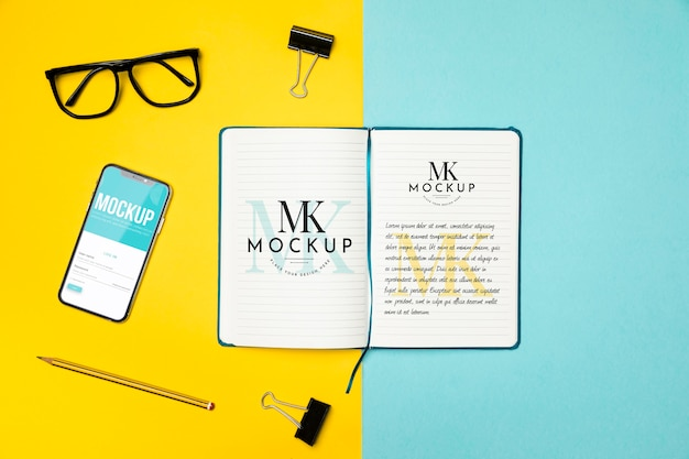 Flat lay notebook and device arrangement Free Psd