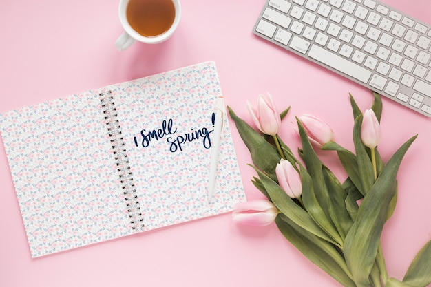 Flat lay notepad mockup for spring Free Psd