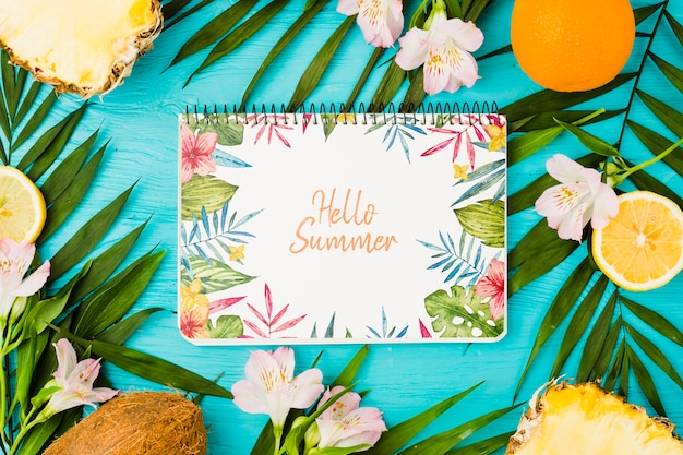 Flat lay notepad mockup with summer elements Free Psd
