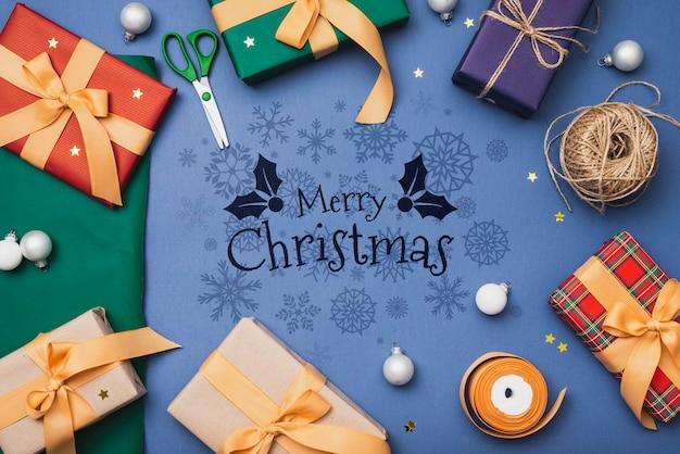 Плоский макет красочных рождественских подарков макет Бесплатные Psd