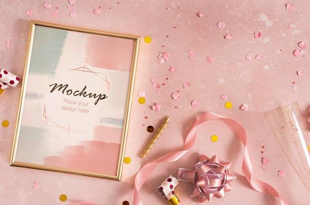 Элегантная рамка для дня рождения с лентой и конфетти Бесплатные Psd