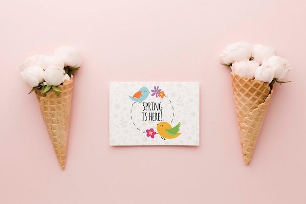 Плоская роза в мороженом с картой Бесплатные Psd