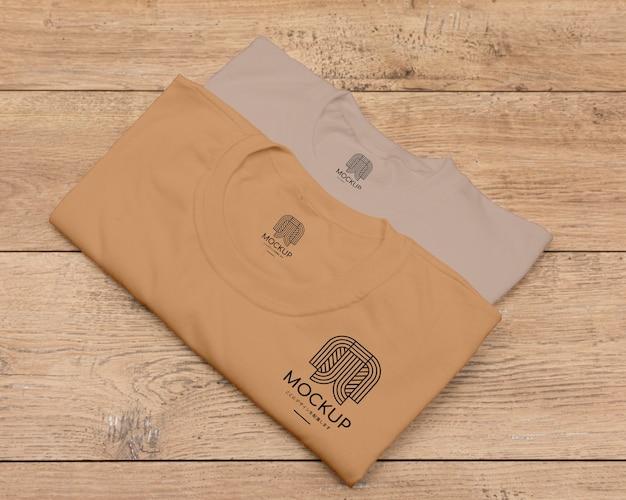 Tシャツコンセプトモックアップのフラットレイ 無料 Psd