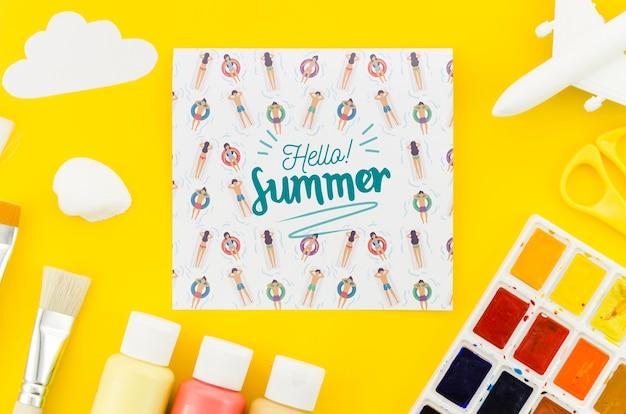 夏の概念のための平らなレイ紙モックアップ 無料 Psd